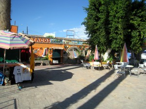 Outdoor dining and drinking at El Paraiso